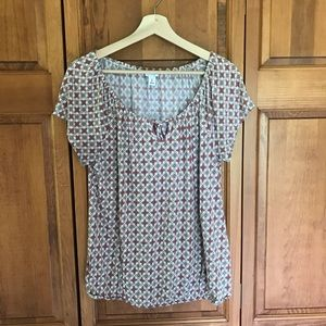 Cute light weight scoop neck top Large